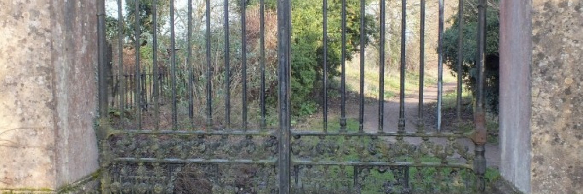 Iron Gate Restoration - Quakers Walk